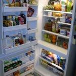 Drzwi lodówki szeroko otwarte