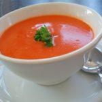 Zagęszczanie zupy śmietaną
