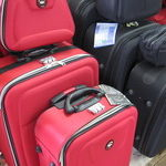 Konserwacja walizki łączonej ze skóry i płótna