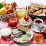 Pięknie oprawione śniadanie