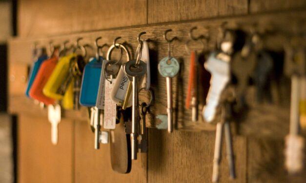Wkładanie nowego klucza na kółeczko