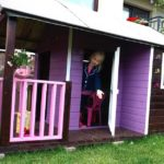Pomysł na prezent dla dziecka: domek ogrodowy