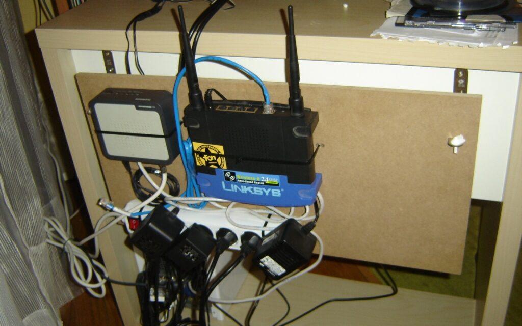 Kabelki przy laptopie