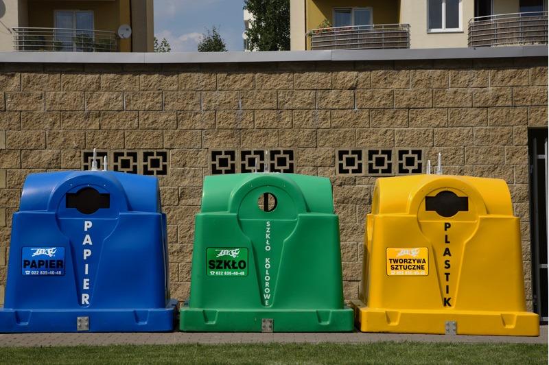 Segregowanie odpadów: co oznaczają kolory pojemników na śmieci?