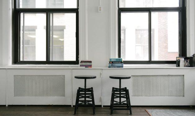 Okna do domu w hałaśliwym sąsiedztwie – co wybrać?