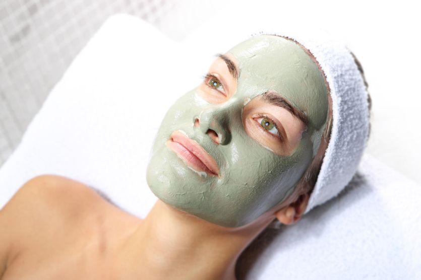 Pielęgnacja suchej skóry – jak wybrać właściwy dla siebie balsam, najlepsze balsamy
