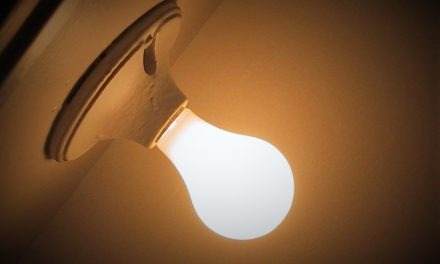 Energooszczędne źródła światła do salonu – Jak wybrać?