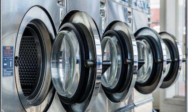 O czym powinnaś pamiętać oddając rzeczy do pralni?