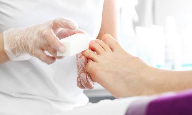 6 typowych błędów w wykonywaniu hybrydowego manicure i jak ich uniknąć?