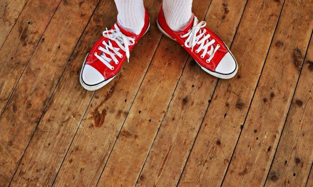 Skrzypiąca podłoga drewniana – możliwe przyczyny