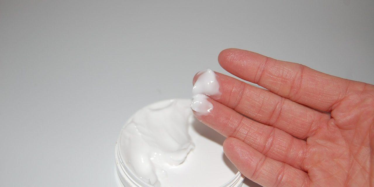Formaldehyd, paraben i inne konserwanty w kosmetykach – jakich substancji unikać przy codziennej pielęgnacji