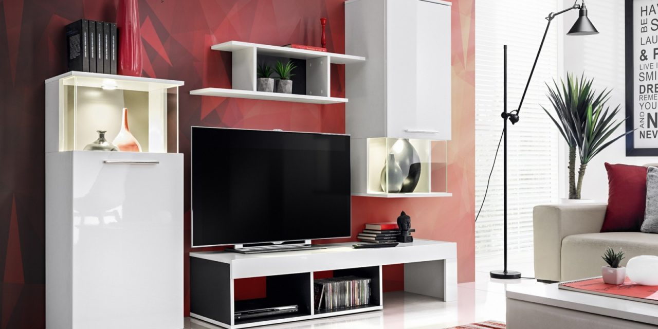 Szafki pod telewizor idealne do białego salonu