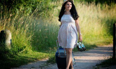 Sukienki dla puszystych – 3 fasony, które zatuszują niedoskonałości