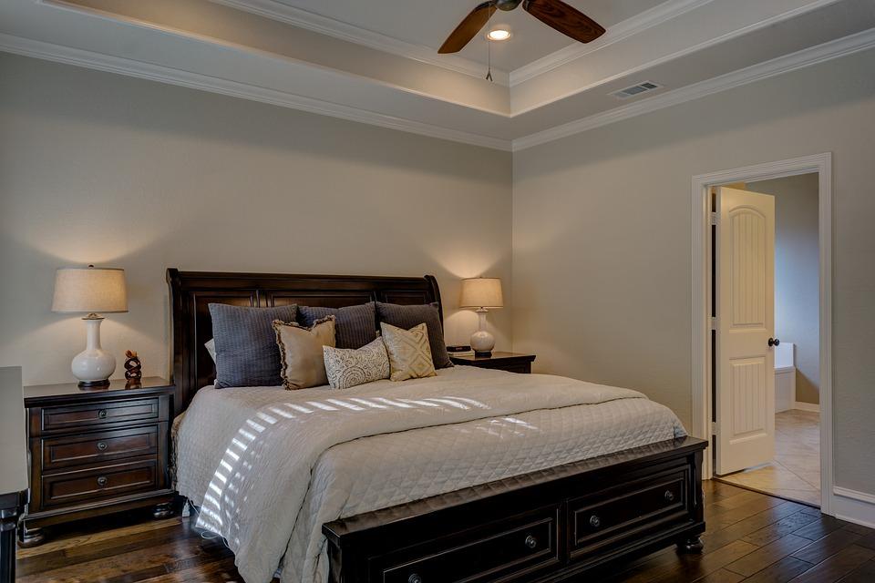 Meble do małej sypialni – 5 pomysłów na najlepszą aranżację