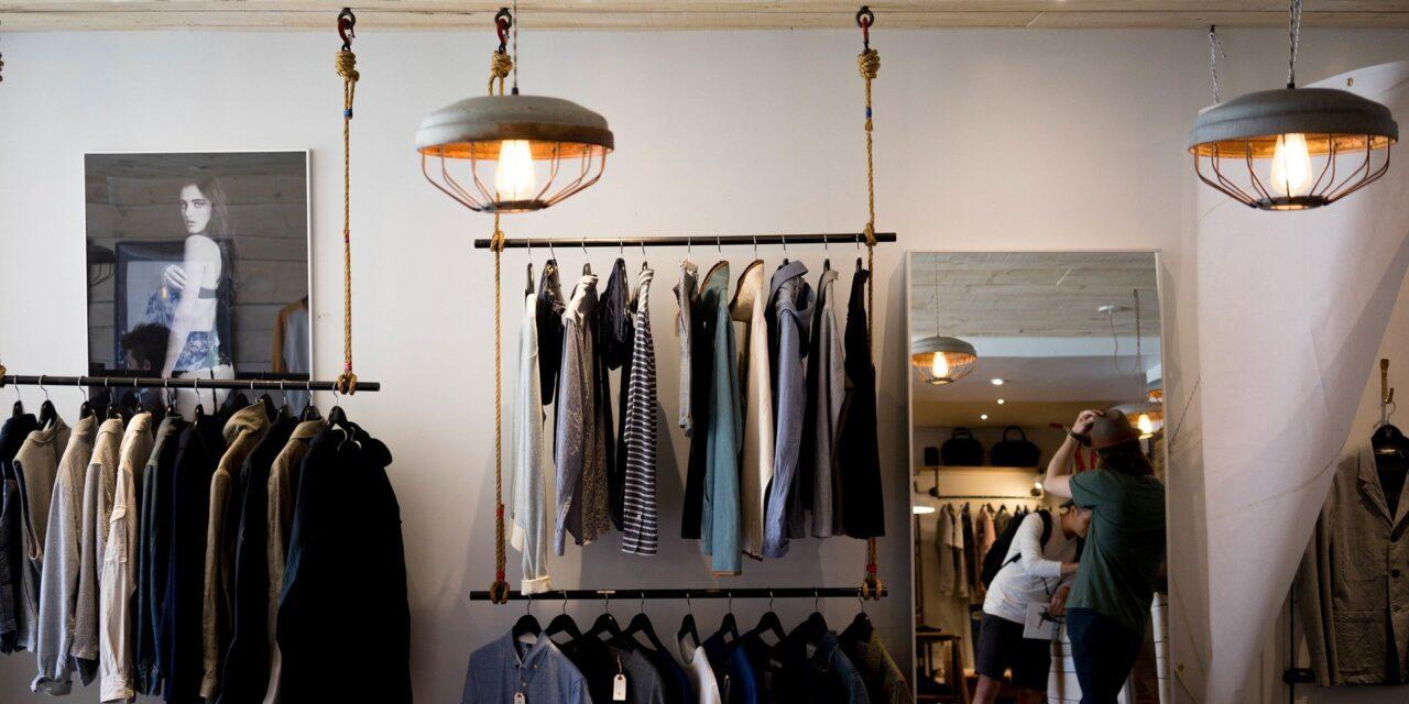 Sprawdź, czym się kierować wybierając sklep z ubraniami!