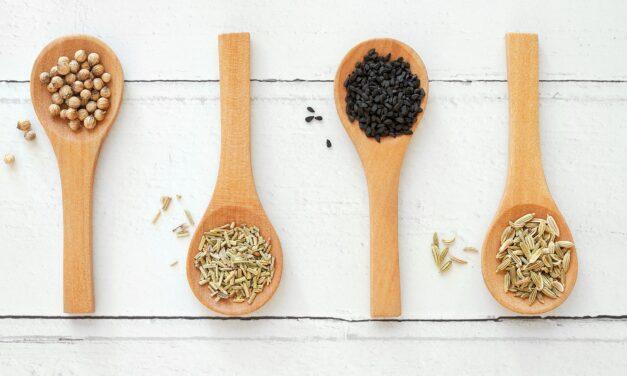 Dlaczego warto jeść nasiona czarnuszki? Poznaj ich właściwości i zastosowanie!