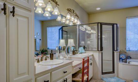 Brodziki muszą pasować do wnętrza łazienki! Jaki model wybrać, zależnie od stylu?