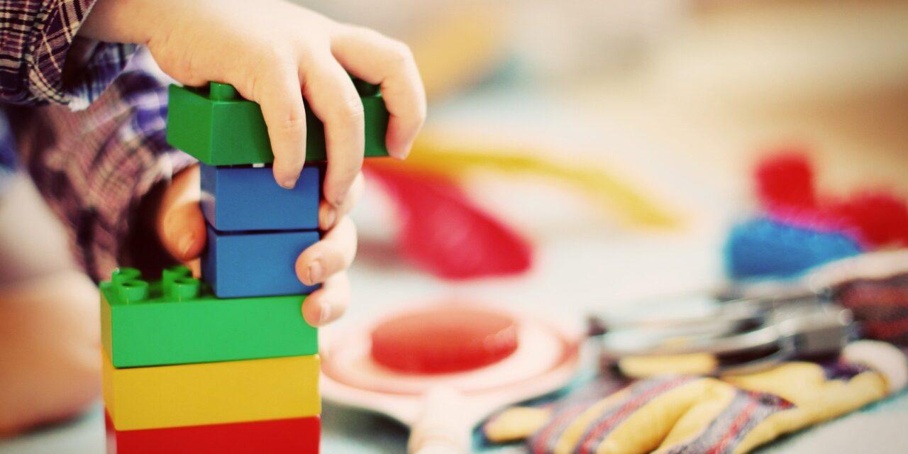 Zabawki edukacyjne – 4 propozycje, które wspomogą rozwój Twojego dziecka